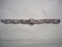 Ancien Bracelet En Métal Argenté Représentant Une Salamandre Recouvert D'une Couronne Royale - Bracelets