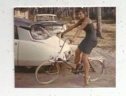 Photographie , Automobile , Citroen DS , Jeune Fille , Vélo ,9 X 7.5 - Cars