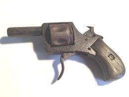 Petit Revolver Ancien Dans Son Jus - Armes Neutralisées