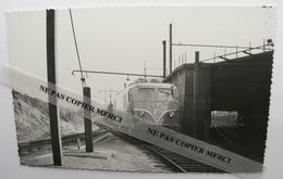 Train SNCF Locomotive BB 9001 Par Bréhèret Tampon Au Dos PHOTO Originale Type Carte - Treinen
