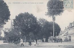 VENDOME (41)  Le Mail Et L'Arbre De La Liberté - Vendome