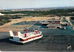 AEROGLISSEUR Hovercraft - CALAIS : Aéroglisseur Géant Dans L'Hoverport - CPSM GF 1972 - Hydrofoil Luftkissenfahrzeug - Aéroglisseurs