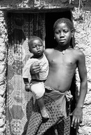 Jeune Fille Seins Nus Pourtant Un Bébé Afrique De L'Ouest - Reproductions
