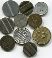 LOTE 10 DIFERENTES FICHAS, COSPELES, MEDALLAS. DIFERENTES MATERIALES, TAMAÑOS. ARGENTINA. SOLD AS IS - LILHU - Unclassified