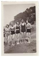 JEUNES GENS EN MAILLOT SUR LA PLAGE DE FABREGAS 1933  VAR - Places
