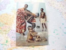 Afrique En Couleurs Lessive Dans La Rivière - Afrique