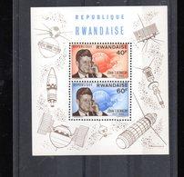RWANDA BLOC 5** SUR JOHN KENNEDY AVEC DIVERS SATELLITES ET FUSEES - Rwanda