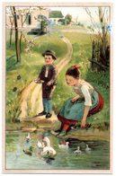 Chromo Enfants Nourissant Les Canards Au Bord De La Mare. - Trade Cards