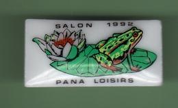GRENOUILLE *** PANA LOISIRS *** SALON 1992 *** Pin's En Faience *** 27-04 - Animali