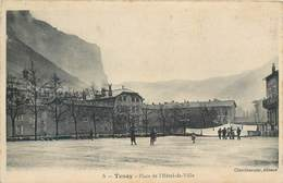 CPA 01 Ain Tenay Place De L'Hotel De Ville - Autres Communes