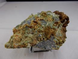 SCHEELITE ET MISPICKEL (associés) 8,5 X 4,5 CM PONTGIBAUD (la Scheelite Réagi Fortement Aux UVC En Bleu Clair) - Mineralien