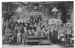 TRES GROS PLAN D'INTERIEUR DE CLASSE D'ECOLE EN 1909 A DIGNY 28. - France