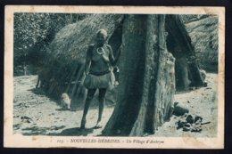 OCEANIE - VANUATU - Nouvelles Hébrides - Un Village D'Ambrym - Seins Nus - Vanuatu