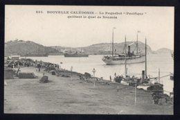"""OCEANIE - NOUVELLE CALEDONIE - Le Paquebot """" Pacifique"""" Quittant Le Quai De Nouméa - Nouvelle-Calédonie"""