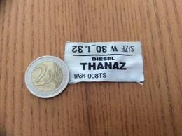 """étiquette Tissu Vêtement """"DIESEL THANAZ"""" - Habits & Linge D'époque"""