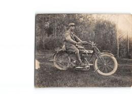 Photo Format 10.5cm X 8cm Une Moto Avec Un Militaire - Motorbikes