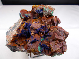 FLUORINE AVEC MALACHITE AZURITE CERUSITE GALENE CHALCOPYRITE 9 X 7 CM MIDELT - Mineralien