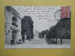 CHANTILLY. La Rue D'Aumale. - Chantilly