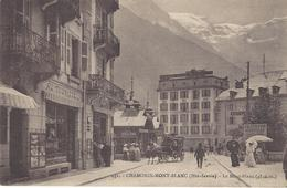 74 CHAMONIX MONT BLANC CENTRAL HOTEL AU FOND HOTEL MODERNE VICTORIA A GAUCHE RUE VALLOT EDITEUR FAURAZ  N ° 452 - Chamonix-Mont-Blanc