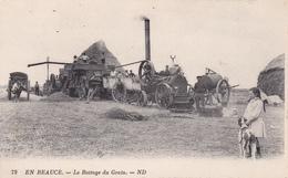 CPA En Beauce Le Battage Des Grains Travaux Des Champs Agriculture Matériel Agricole Paysan  (2 Scans) - Agriculture