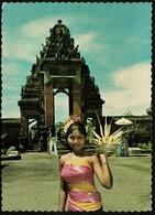 Bali  -  Tor  -  Denkmal  -  Bunte Frau  -  Ansichtskarte Ca.1972   (9701) - Indonesien