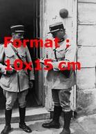 Reproduction D'une Photographie Ancienne De Deux Gendarmes Français En 1933 - Repro's