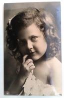 CPA Enfant Jolie Fillette Aux Cheveux Bouclés Et Dentelle - Pretty Girl Photo - Portraits
