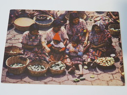 Carte Postale : GUATEMALA : Dia De Mercado De SANTIAGO ATITLAN, SOLOLA, Sello - Guatemala
