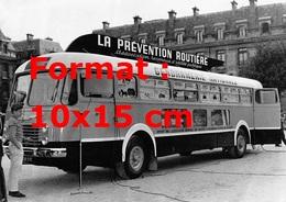 Reproduction D'une Photographie Ancienne D'un Bus De La Gendarmerie Nationale Pour La Prévention Routière En 1958 - Repro's