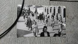 Les Sables D'olonne Défilé Chorale Femmes  Chatellerault Juin 1947 - Places
