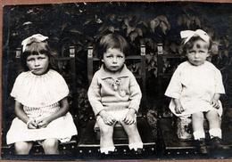 Carte Photo Originale Les Enfants De La Famille Guérard : Marcelle, Raymond & Louisette Au Jardin Vers 1910/20 - Personnes Anonymes