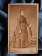 Photo CDV E. Appert à Paris  - Fin Second Empire Joséphine Déglise  En Pied (18 Ans) Circa 1870 L425 - Old (before 1900)
