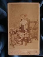 Photo CDV A. Thomas à Paris  Fillette En Pied ( Charlotte Hoedts Future Mme Guillermain) Vers 1880-85 L425 - Foto