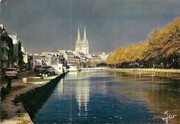 29. CPM. Finistère. Quimper. Les Quais De L'Odet Et Le Nouveau Pont Au Crépuscule (autos, Simca 1000, 4 CV, Etc..) - Quimper