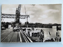 """C.P.A : 92 GENNEVILLIERS, Port De Paris : Quai De Déchargement, Grue Tracteurs Péniche """"Olive"""" Rotterdam, Timbre En 1960 - Gennevilliers"""