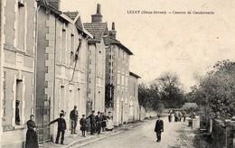 Lezay  79   La Caserne De Gendarmerie Et La Rue Tres Tres Animée - Frankreich