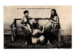 VIÊT-NAM .TONKIN .Femme Fumant Le Kédillot  ( Seins Nus ) - Asie