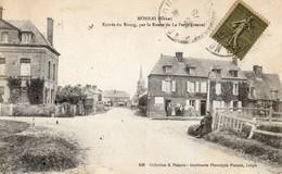Monnai  61   Entrée Du Bourg  Par La Route De La Ferté-Fresnel-Animée A Doite Et Attelage Caleche A Gauche - Francia