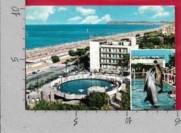 CARTOLINA VG ITALIA - RICCIONE (RN) - La Spiaggia - Veduta Panoramica - 10 X 15 - ANN. 1968 - Rimini