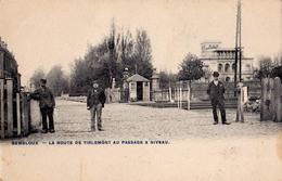 GEMBLOUX : LA ROUTE DE TIRLEMONT Au PASSAGE À NIVEAU [ CHEMIN DE FER ] - ANNÉE / YEAR ~ 1905 - '10 - RRR ! (aa453) - Gembloux