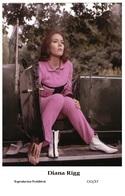 DIANA RIGG - Film Star Pin Up PHOTO POSTCARD - C41-37 Swiftsure Postcard - Artistas
