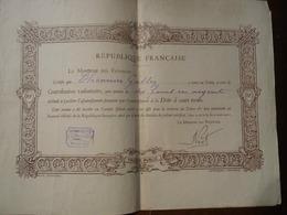 DIPLÔME DÉCERNÉ PAR LE TRÉSOR PUBLIC POUR UNE CONTRIBUTION VOLONTAIRE POUR ASSAINISSEMENT DE LA DETTE Vers 1926 - Diplômes & Bulletins Scolaires