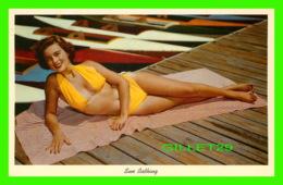 PIN UPS. FEMME - SUN BATHING - TRAVEL IN 1968 - - Pin-Ups