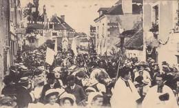 37 SAINT REMY SUR CREUSE . CPA. FETES DU 4 SEPTEMBRE 1910. CHAR TRANSPORTANT A LA GROTTE LA STATUE DE LA VIERGE - France