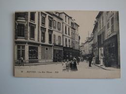 78 Mantes .la Rue Thiers Petite Animation ,commerces ,café Postes Et Télégraphes. - Mantes La Jolie