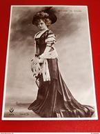 SPECTACLES -  MAY DE SOUZA - American Singer And Actress - Actrice Et Chanteuse Américaine - Photo Reuthlinger - Artistes
