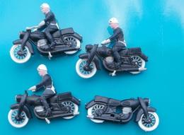 Lot Anciens Motards Miniatures De Gendarmerie En Plastique Sans Marque Apparente - Jouets Anciens
