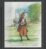Guinée YT** MNH  BF 123C Uniforme Militaire Charpentier - Militaria