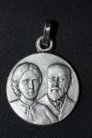 """Pendentif Médaille Religieuse Uniface """"Saints Louis Et Zélie Martin, Parents De Ste Thérèse De Lisieux"""" Religious Medal - Religion & Esotérisme"""