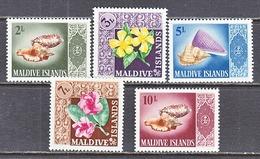 MALDIVE  ISLANDS  172-76   **  SEA  SHELLS &  FLOWERS - Coneshells